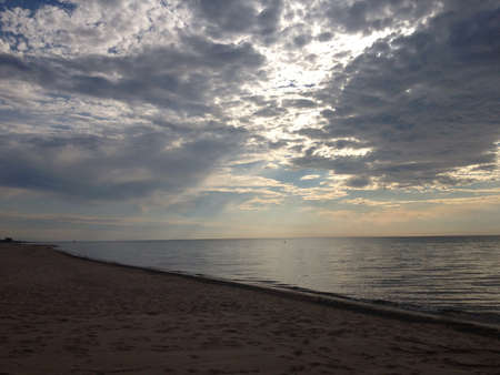calm down: La spiaggia in una giornata estiva calda come le acque si calmano. Archivio Fotografico