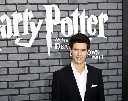 hallows: NEW YORK - NOVEMBER 15:  Actor Drew Roy attends the premiere of Harry Potter and the Deathly Hallows: Part 1 at Alice Tully Hall on November 15, 2010 in New York City.