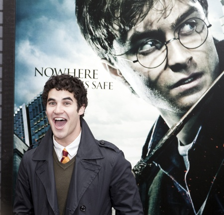 NEW YORK - NOVEMBER 15: NActor Darren Criss attends the premiere of 'Harry Potter and the Deathly Hallows - Part 1' at Alice Tully Hall on November 15, 2010 in New York City. Фото со стока - 8779989