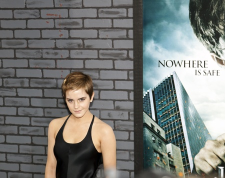 Schauspielerin Emma Watson beachtet die Premiere von Harry Potter und die Heiligtümer des Todes: Teil 1 in der Alice Tully Hall am 15. November 2010 in New York City.