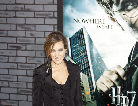 NEW YORK - NOVEMBER 15: Sarah Jessica Parker attends the premiere of 'Harry Potter and the Deathly Hallows - Part 1' at Alice Tully Hall on November 15, 2010 in New York City.  報道画像
