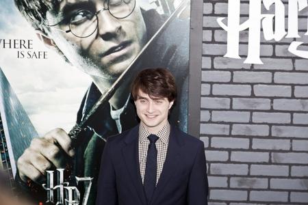 NEW YORK - 15. NOVEMBER: Schauspieler Daniel Radcliffe beachtet die Premiere von Harry Potter und die Heiligtümer des Todes - Teil 1 in der Alice Tully Hall am November 15, 2009 in New York City.