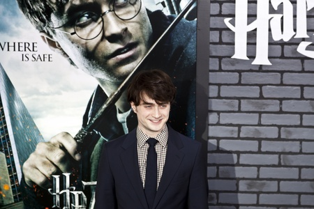 NEW YORK - 15. NOVEMBER: Schauspieler Daniel Radcliffe beachtet die Premiere von Harry Potter und die Heiligtümer des Todes - Teil 1 in der Alice Tully Hall am November 15, 2009 in New York City.  Editorial