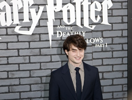 NEW YORK - 15. NOVEMBER: Schauspieler Daniel Radcliffe beachtet die Premiere von Harry Potter und die Heiligtümer des Todes - Teil 1 in der Alice Tully Hall am November 15, 2009 in New York City.