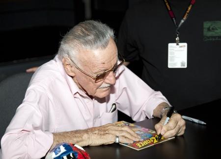 NEW YORK, NY - 14. Oktober: Comic Book Schriftsteller, Herausgeber, Verleger, Produzent, Schauspieler, Reality-Show-Host Stan Lee besucht 2011 New York Comic Con im Jacob Javits Center am 14. Oktober 2011 in New York City.
