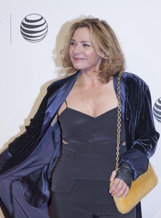 """New York, NY, USA - 21. April 2014: Schauspielerin Kim Cattral besucht Tribeca Talks: Nach dem Film: """"NOW: In the Wings auf einer Weltbühne"""" während der 2014 Tribeca-Filmfestival Tribeca in BMCC PAC, Manhattan"""