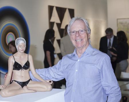 modern art: Nueva York NY EE.UU. 14 de mayo 2015: Vista general de la atm�sfera en Art Miami Nueva York la feria de arte moderno y contempor�neo internacional en el Pier 94 de Manhattan Editorial