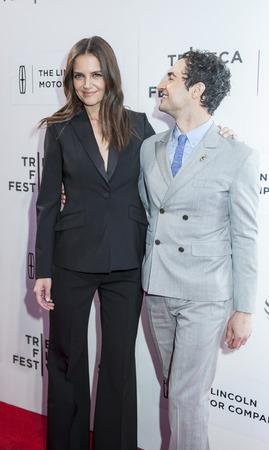 ニューヨーク、ニューヨーク、アメリカ合衆国 - 2016 年 4 月 15 日: 女優、監督ケイティ ・ ホームズ、ファッションデザイナー ザックポーゼンもうト 報道画像