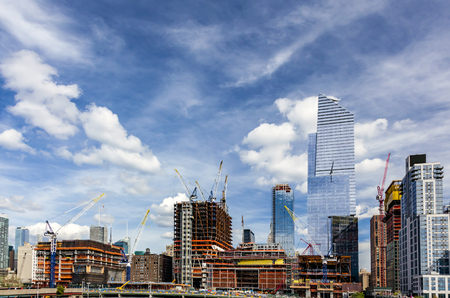 manhattan project: Wide view of the big construction development at the Hudson Yards in Manhattan. This project is located on the West Side of the city and will feature residential, new offices and retail spaces.