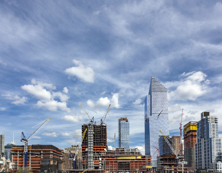 manhattan project: View of the big construction development at the Hudson Yards in Manhattan. This project is located on the West Side of the city and will feature residential, new offices and retail spaces.