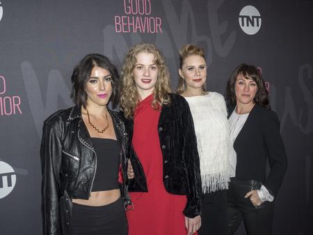New York, NY, USA - 14. November 2016: L - R) Sophia Silber, Tess Frazer, Christiane Siedel und Samantha Soule nimmt an gutes Benehmen Premiere Event im Roxy Hotel, Manhattan TNT