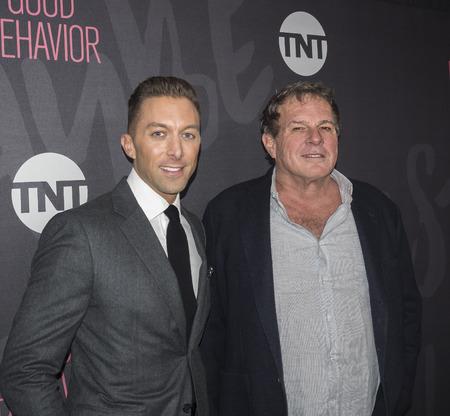 New York, NY, USA - 14. November 2016: Die ausführenden Produzenten Chad Hodge und Marty Adelstein teilnehmen gutes Benehmen Premiere Event im Roxy Hotel, Manhattan TNT