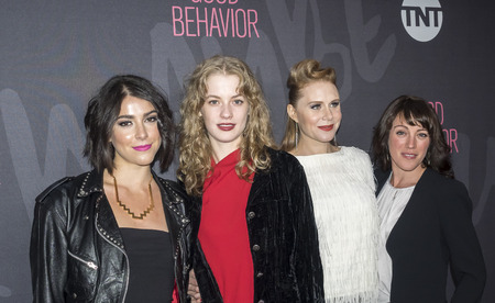 New York, NY, USA - 14. November 2016: (L - R) Sophia Silber, Tess Frazer, Christiane Siedel und Samantha Soule TNT Good Behavior Premiere Event im Roxy Hotel, Manhattan besuchen