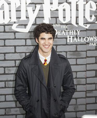 """New York, NY, USA - 15. November 2010: Schauspieler Darren Criss bedient die Premiere von """"Harry Potter und die Heiligtümer des Todes - Teil 1 'in der Alice Tully Hall, Manhattan"""
