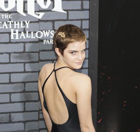 """New York, NY, USA - 15. November 2010: Schauspielerin Emma Watson nimmt an der Premiere von """"Harry Potter und die Heiligtümer des Todes: Teil 1"""" in der Alice Tully Hall, Manhattan Editorial"""