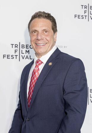 Nueva York, NY, EE.UU. - 19 de abril de 2017: Gobernador de Nueva York ANDREW M. CUOMO asiste al Festival de Cine de Tribeca 2017 - estreno mundial 'Clive Davis: The Soundtrack Of Our Lives' - noche de apertura en el Radio City Music Hall