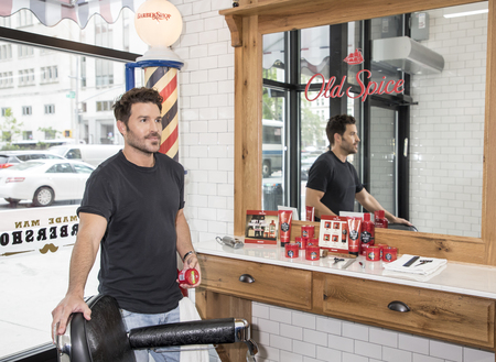 New York, NY, USA - May 11, 2017: Old Spice and Celebrity Groomer Benjamin Thigpen Team Up to Teach Guys How to Get a HAIR of Confidence at Made Man Barber Shop, Manhsttan 報道画像