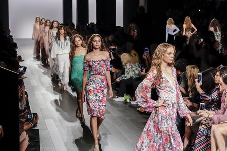 New York, NY, USA - September 7, 2017: Models walk runway for the Tadashi Shoji SpringSummer 2018 runway show during New York Fashion Week at Skylight Clarkson Sq., Manhattan Sajtókép