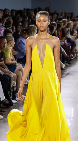New York, NY, USA - September 7, 2018: A model walks runway to present MILLY by Michelle Smith SpringSummer 2019 collection during New York Fashion  Week at Spring Studios, Manhattan Publikacyjne