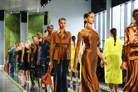 New York, NY, USA - September 7, 2018: Models walk runway for the Cushnie SpringSummer 2019 runway show during New York Fashion  at Spring Studios, Manhattan 報道画像