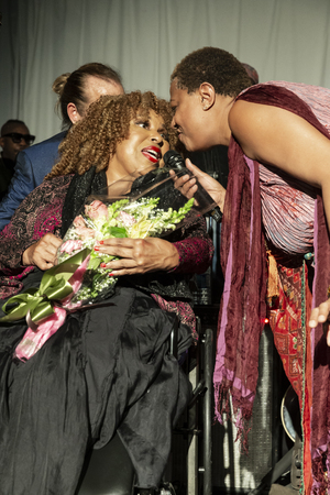 New York, NY - October 13, 2018: Roberta Flack and Lisa Fischer sing during tribute at Loft Party A Night for the Soul for Jazz Foundation of America at Hudson Studios, Manhattan 에디토리얼