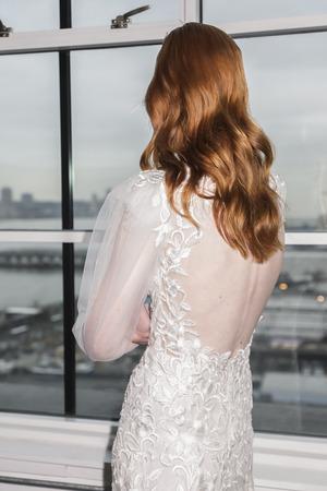 New York, NY, USA - April 12, 2019: A model shows out dress for Francesca Miranda Spring 2020 Presentation during New York Bridal Week at Canoe Studio, Manhattan Фото со стока - 120755878
