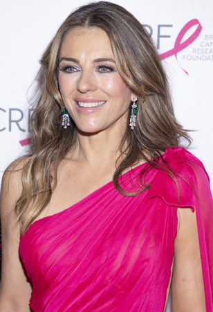 New York, NY, USA - May 15, 2019: Elizabeth Hurley attends the Breast Cancer Research Foundation 2019 Hot Pink Party at Park Avenue Armory, Manhattan 新聞圖片