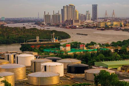 industria petroquimica: Ciudad de tanques de almacenamiento de petróleo Industria, Bangkok, Tailandia