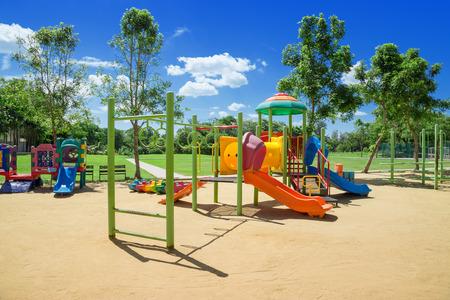 Dětské hřiště v parku Reklamní fotografie
