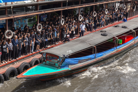 asien: BANGKOK, THAILAND - 22 Oct 2016 - the khlong saen saeb in the city centre in Pratunam in the city of Bangkok in Thailand. Editorial