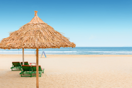 White sand beach with relaxing chairs at sunny day in Vietnam 免版税图像