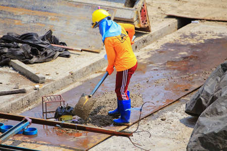 Bangkok - Thailand, 3 March 2020: Construction worker And working in the construction area of tall buildings Publikacyjne