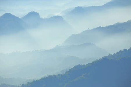 Mountain range in the morning Have beautiful light Standard-Bild