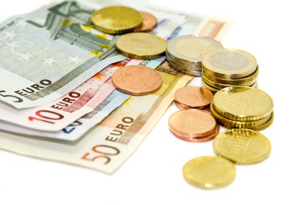 banconote euro: Le banconote in euro su sfondo bianco