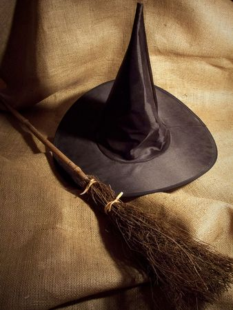 Witch's Broom and Hat Standard-Bild