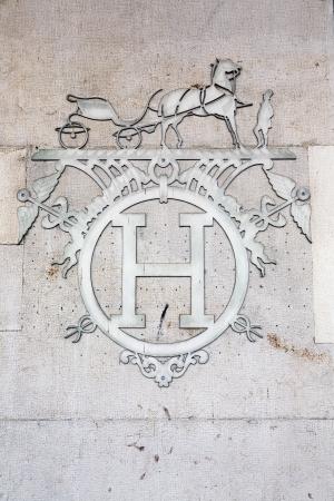luxury goods: Ginebra, Suiza, 25 de septiembre de 2011 - Herms es una casa francesa de alta costura creada en 1837, hoy se especializa en cuero, accesorios de estilo de vida, perfumer�a, art�culos de lujo, y listo para usar. Editorial