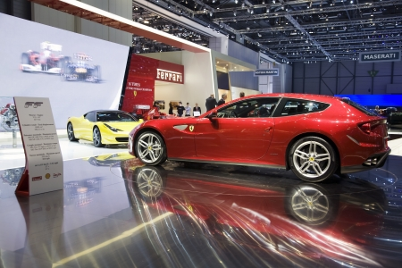 4 wheel: GINEBRA, SUIZA - 4 de marzo de 2011 - Ferrari FF se presenta en el Sal�n del Autom�vil anual en Ginebra el 4 de marzo de 2011. El FF es el primer Ferrari de cuatro autom�viles de tracci�n total.