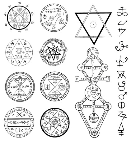 occult: Mystic set with magic circles, pentagram and symbols. Collection of sketch doodle emblems with mystic and occult hand drawn symbols. Halloween and esoteric concept