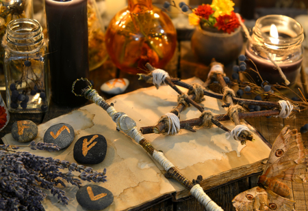 Runes, magic wand and pentagram on witch table. Occult, esoteric, divination and wicca concept. Halloween vintage background 스톡 콘텐츠