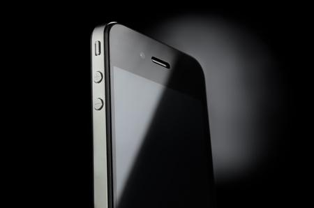 Berühren Smartphone auf schwarzem Hintergrund Standard-Bild - 12421452