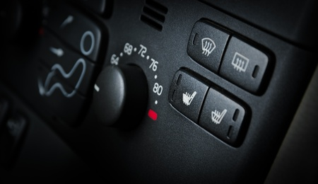 Close-up von schwarzen Tasten auf dem Auto-Panel Standard-Bild - 12421506