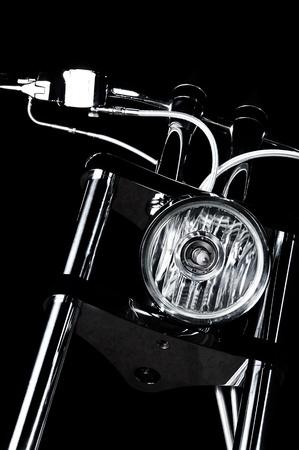 Nahaufnahme auf verchromten Scheinwerfer und Lenker von Luxus bikeme Chopper-Lenker Standard-Bild - 12783061