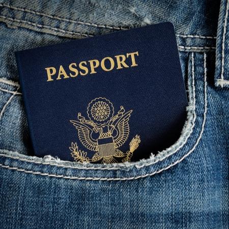Ein blauer amerikanischen Pass in der Tasche der Jeans Standard-Bild - 14462837