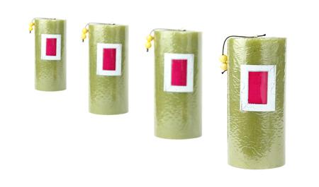 4 groene kaarsen staan in een rij
