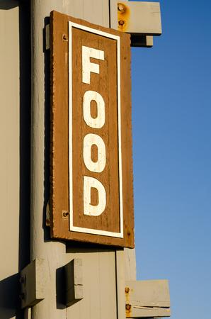 Lebensmittel Schild mit einem blauen Himmel im Hintergrund Standard-Bild - 39491394