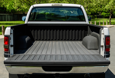 White Truck Bed, empty bad of an modern white truck, daylight Banco de Imagens - 99992494