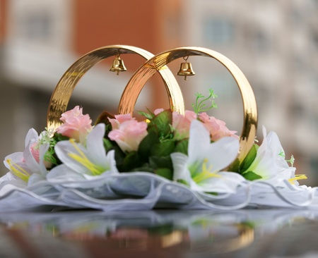 Wedding rings on the car photo