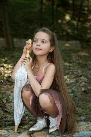 nude little girls: Маленькая девочка с зонтиком Фото со стока