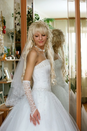 The beautiful bride costs at a mirror photo