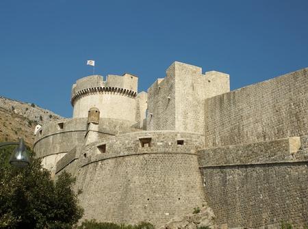 siervo: Torre en una ciudad fortificada de Dubrovnik, Croacia Editorial